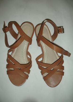 Фирменные кожаные босоножки 38-39 размер в идеале