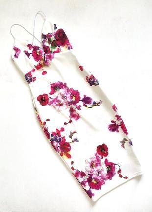 Неопреновое нарядное платье белое в розовые цветы