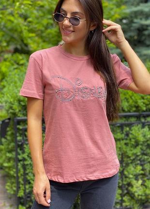 Базовая футболка с вышитой надписью
