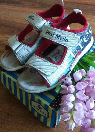 Классные модные сандали,босоножки на парнишку fred mello на 26 размер