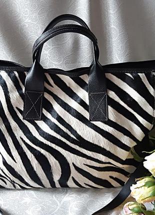 Оригинальная вместительная сумка шоппер с натуральным  мехом bias италия