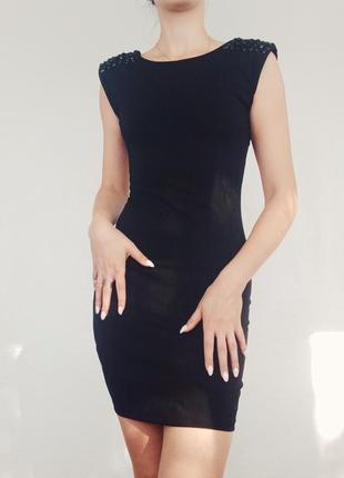 Класичне чорне плаття