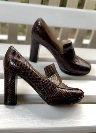 Кожаные туфли на высоком каблуке clarks