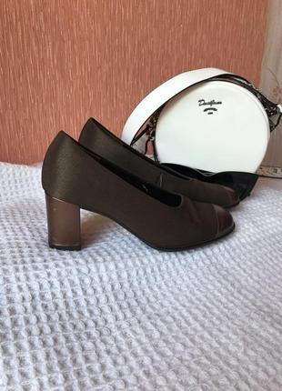 Туфли gabor  женские на каблучке стильные