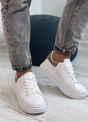 Кроссовки белые, эко-кожа, лиловая пятка, платформа 4 см