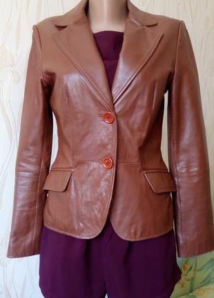 Стильный кожаный пиджак zara.