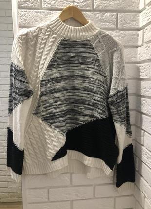 Вязаный фактурный свитер кофта