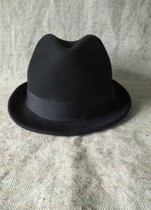 Фетровая черная шляпа h&m. федора, трибли, шерсть, классическая модель