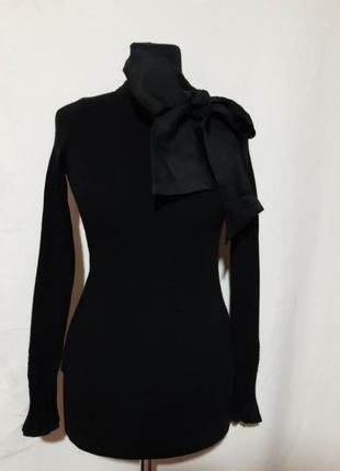 Элегантный свитерок в плотный рубчик, с красивенным бантом( снимается)