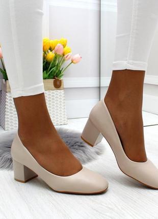 Новые женские бежевые  туфли на каблуке