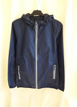 Куртка-дождевик,ветровка с капюшоном