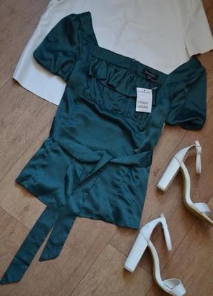 Bebe новая блуза оригинал с рюшами с вырезом как шелковая под шелк яркая оригинал с поясом