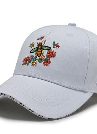 Кепка женская хлопковая с вышитой цветочной веткой и пчелой nls белая