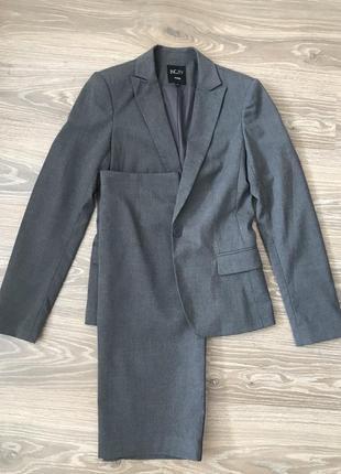 Классический серый костюм с юбкой incity размер 40 s пепельный женский костюм