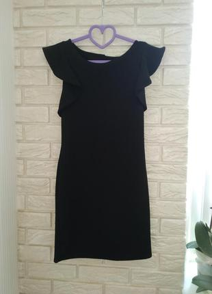 Очень красивое, стильное платье с воланами.