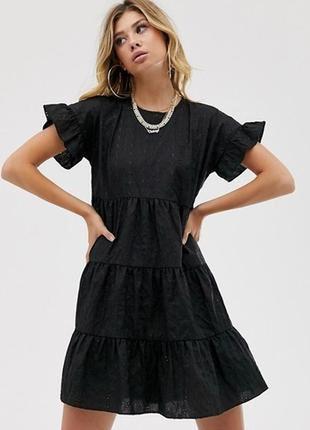 Черное платье с прошвы prettylittlething