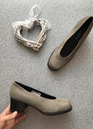 Шкіряні туфлі на товстому середньому каблуку moda, кожаные туфли на узкую ногу