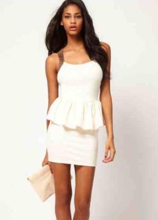Белое айвори нарядное платье футляр с баской открытой спиной золотыми пайетками блестками