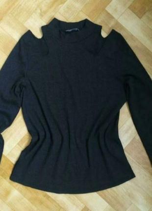 Нарядный фирменный свитер