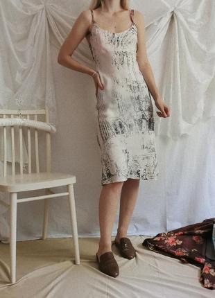 Винтажное струящееся платье в бельевом стиле