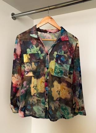 Цветочная женская рубашка блузка с цветочным принятом на пуговицах из шифона