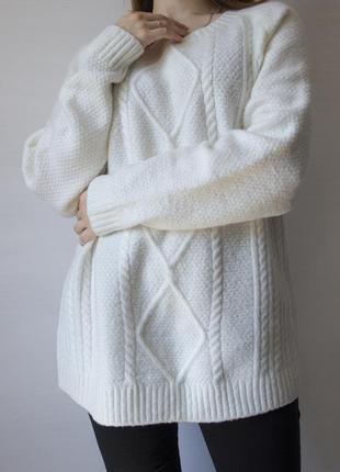 Восхитительный, мягкий свитер белого цвета