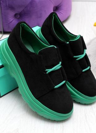Новые женские чёрные туфли на зелёной  подошве