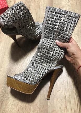 Туфли,босоножки(плетёные,высокие)
