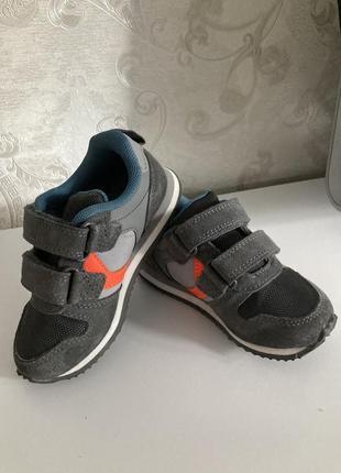 Next фирменные кроссовки на мальчика