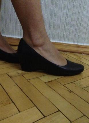 Туфли чёрные на танкетке на платформе балетки sharman