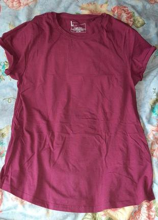 Базовая футболка женская красная бордо марсала