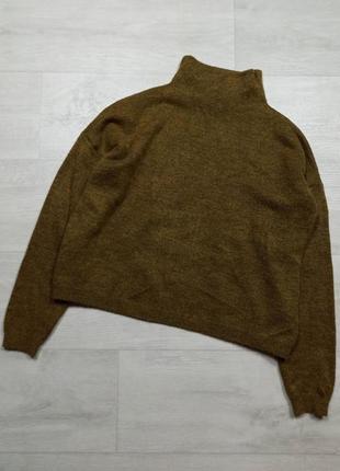 Горчичный свитер гольф