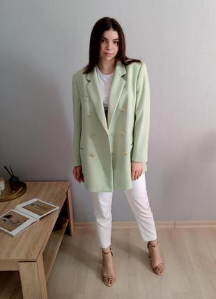 Великолепный фисташковый пиджак