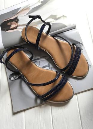 Открытые босоножки на низком ходу, сандалии
