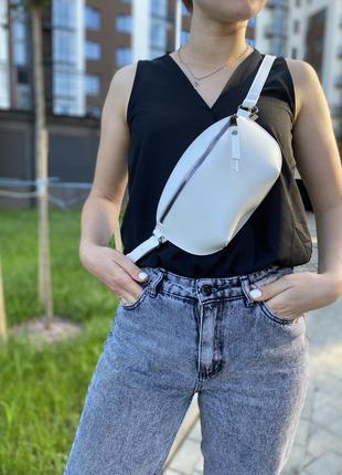 Бананка жіноча/ сумка на пояс білого кольору