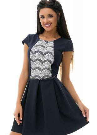 Темно-синее платье в складку