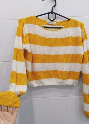 Стильный вязаный укороченный свитерок в полоску