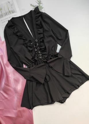 Неймовірний ромпер чорного кольору з шнурівкою на грудях та воланами❤⠀