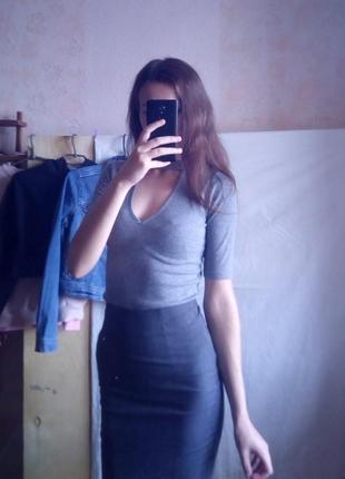 Серая юбка миди в мелкую крапинку