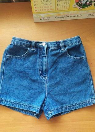 Продам красивые джинсовые шорты на девочку 6-7лет