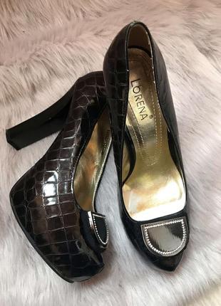Стильные лакированные туфли под ретро хит