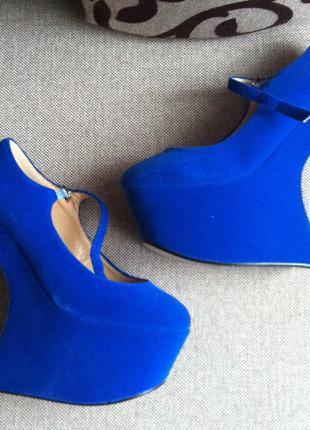 Эксклюзивные бархатные туфли.