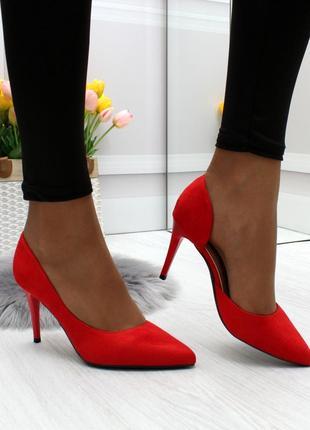 Модные туфли красного цвета эко-замша