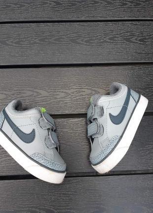 Фирменные кроссовки nike р-р21(12-12.5см)