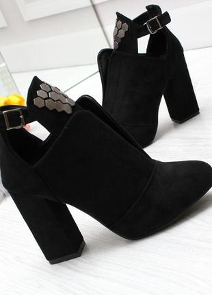 Модные ботильоны черного цвета эко-замша