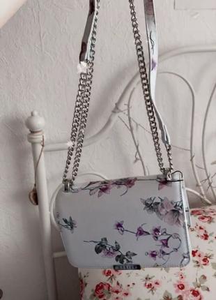 Изумительная сумочка
