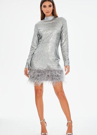 Вечернее платье с перьями страуса в паетках