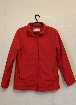 Красная куртка парка на флисе