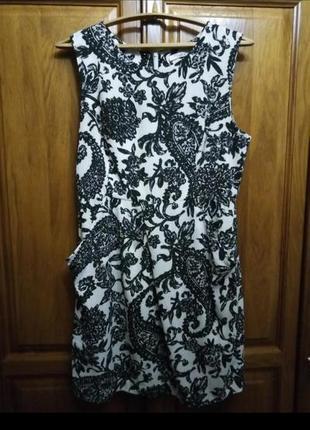 Брендовое короткое приталенное платье из жаккардовой ткани прин пейсли