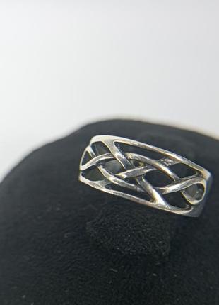 Серебрянное кольцо. 925 проба. 16,5-17 размер